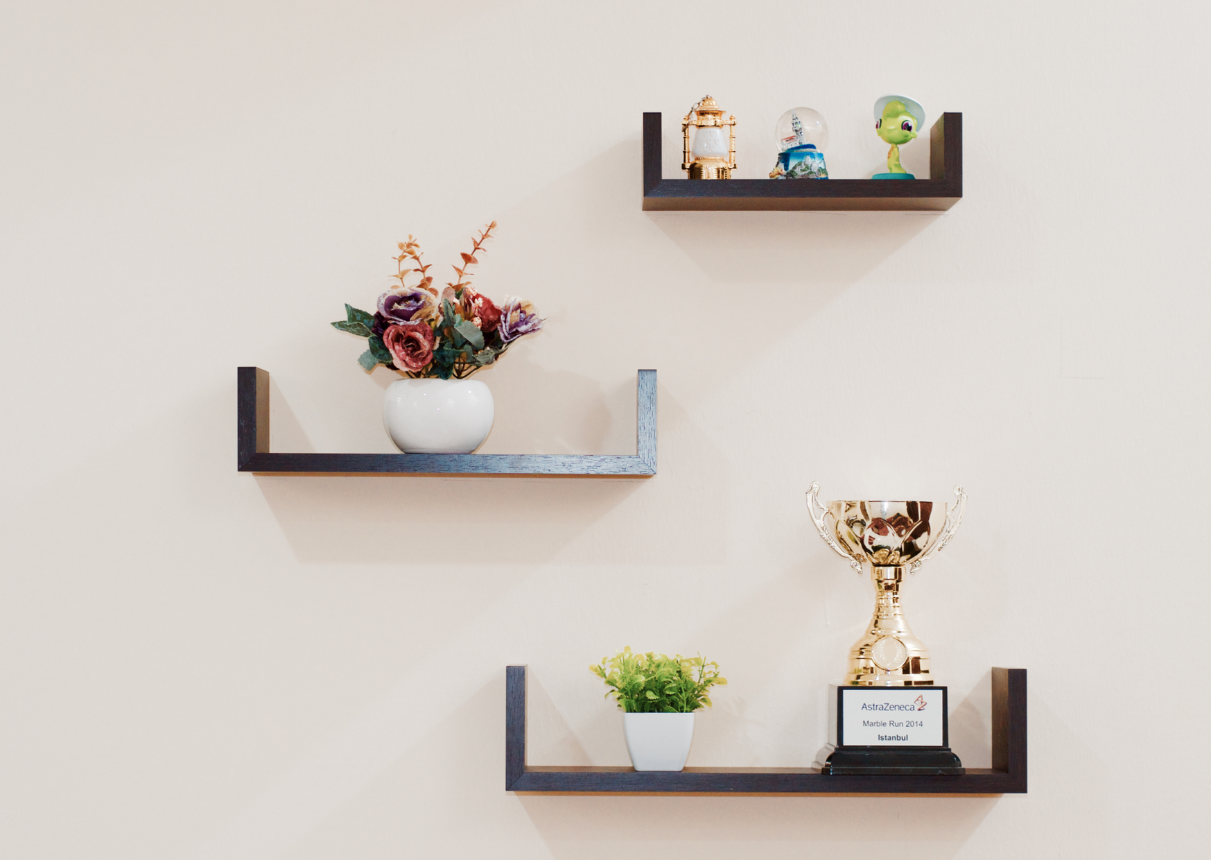 Can you hang floating shelves without studs